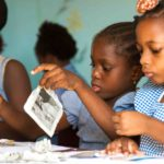 Atelier Petits Pinceaux au Complexe scolaire La Douceur, Cotonou, avril 2016©Fondation Zinsou