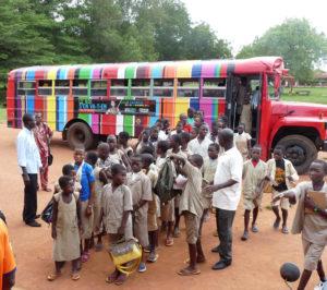 15 000 000 FCFA /23 000€ Vous offrez un deuxième Bus Culturel à la Fondation pour le transport gratuit des enfants