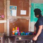 Animatrice Petits Pinceaux au Centre scolaire Saint Emmanuel, Cotonou, avril 2016©Fondation Zinsou