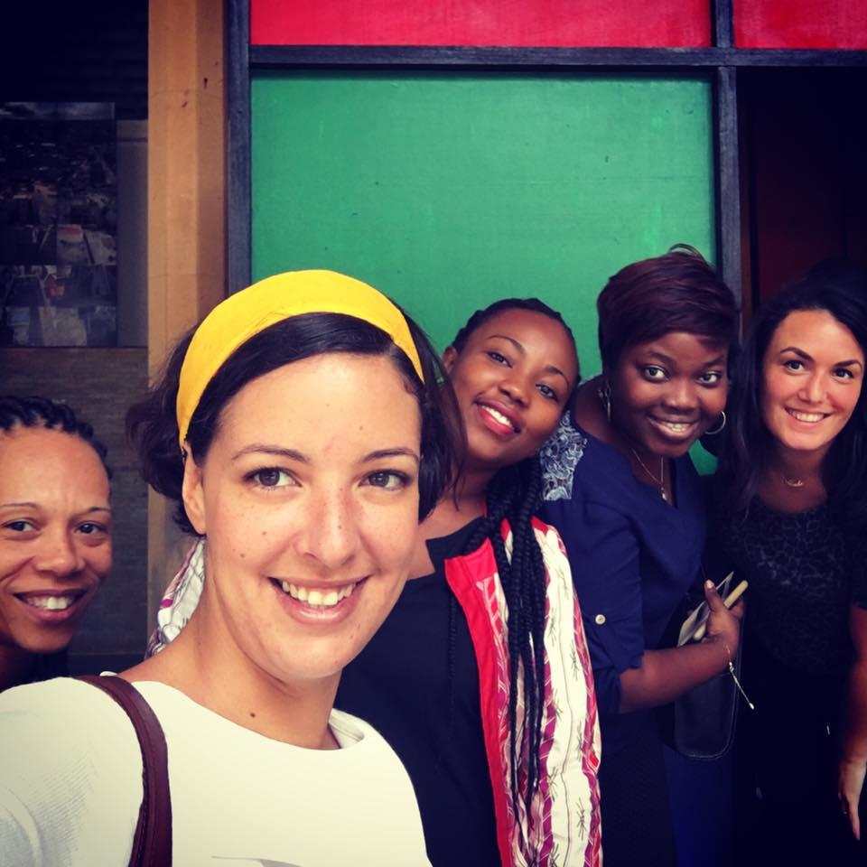 L'équipe devant l'oeuvre de Modupeola Fadugba ©Fondation Zinsou