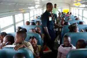 52 500 FCFA/80 € Vous offrez un aller-retour à une classe de 70 enfants avec notre Bus Culturel pour venir découvrir nos expositions